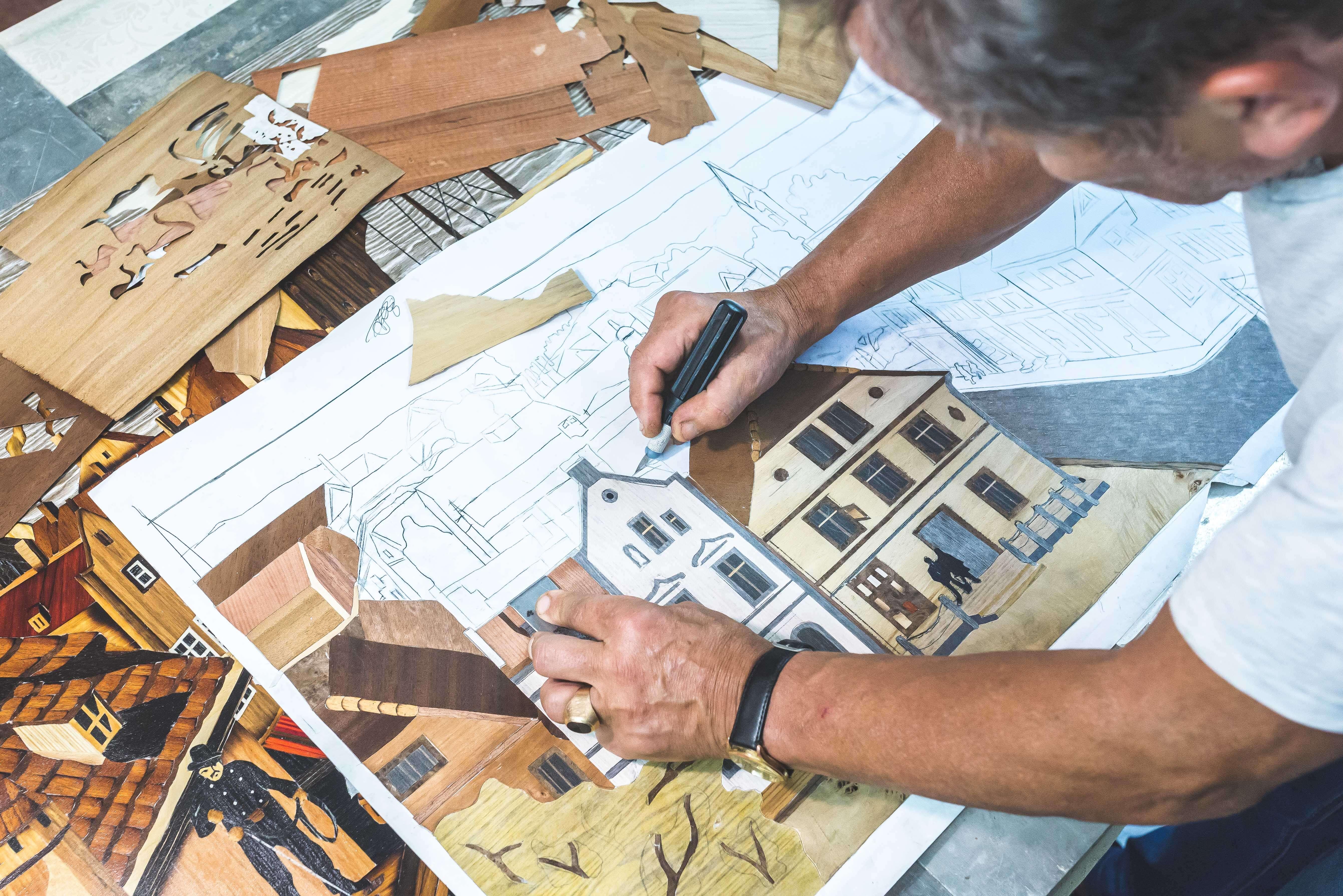 """Intarcja 2 - Zenon Pląskowski. Artysta, ktory """"maluje"""" w drewnie"""