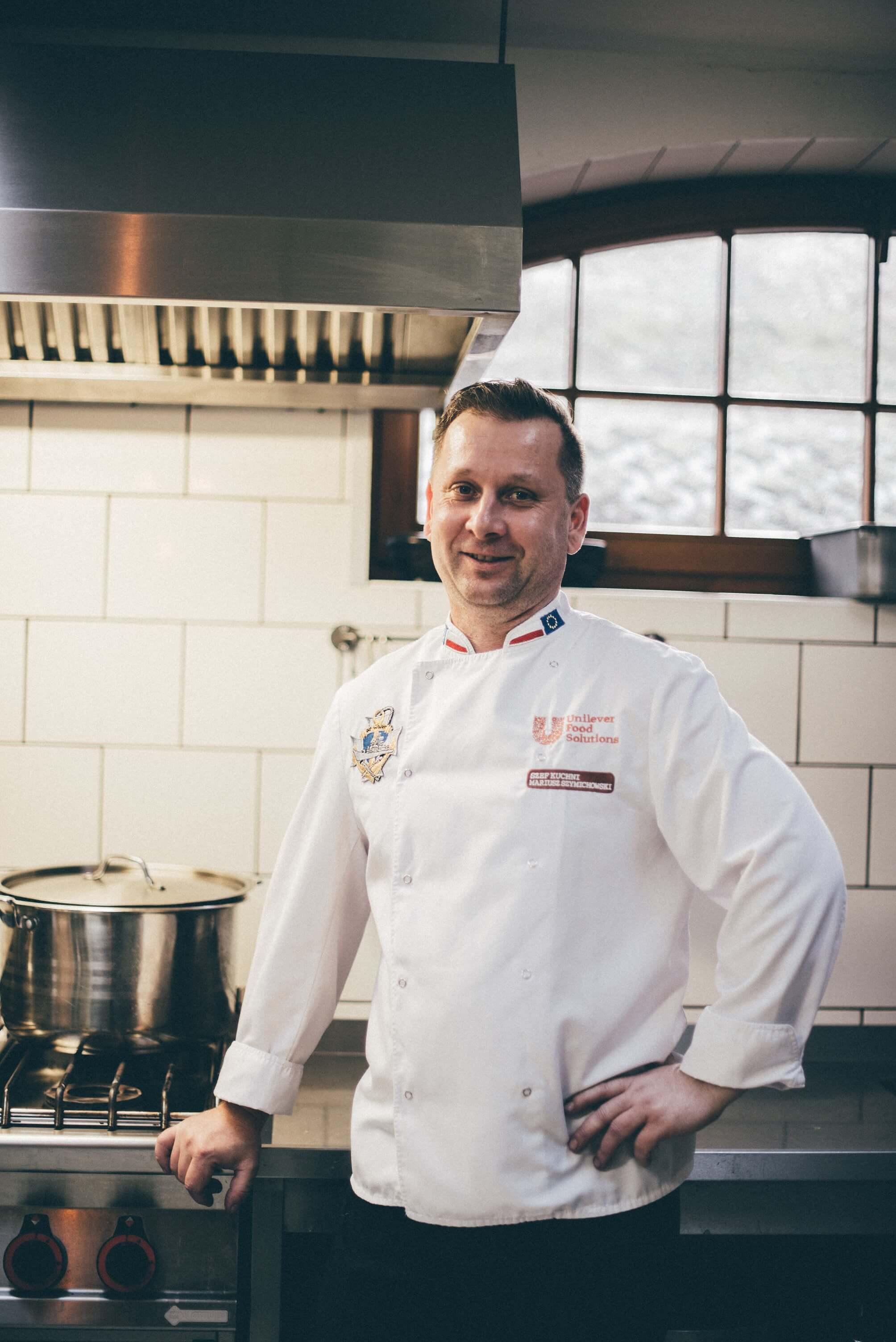 Szef kuchni w Restauracji Tabun w Otominie