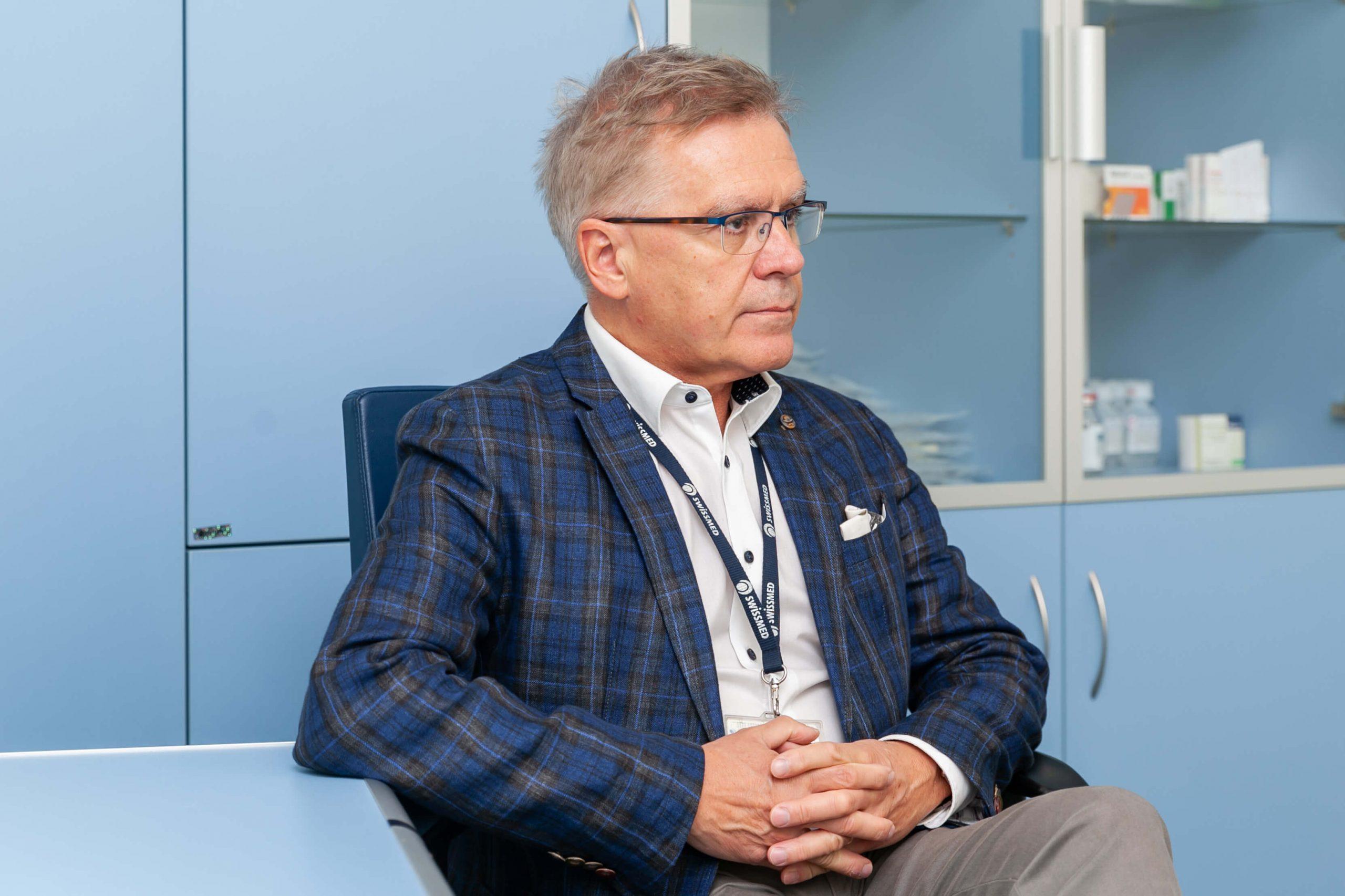 lek. med. Janusz Orzelski, lekarz specjalista II stopnia z zakresu chirurgii ogólnej w Swissmed