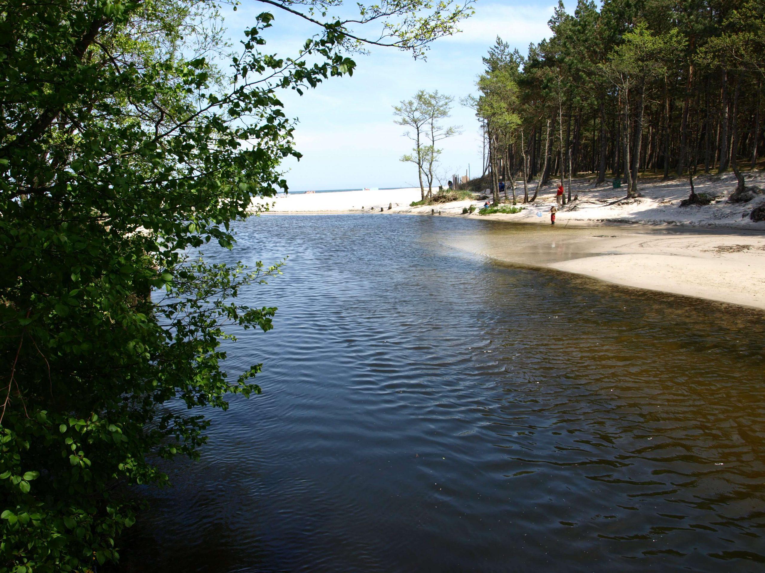 plaża stilo PROT scaled - Pomorskie do odkrycia: 10 miejsc, które warto odwiedzić po kwarantannie