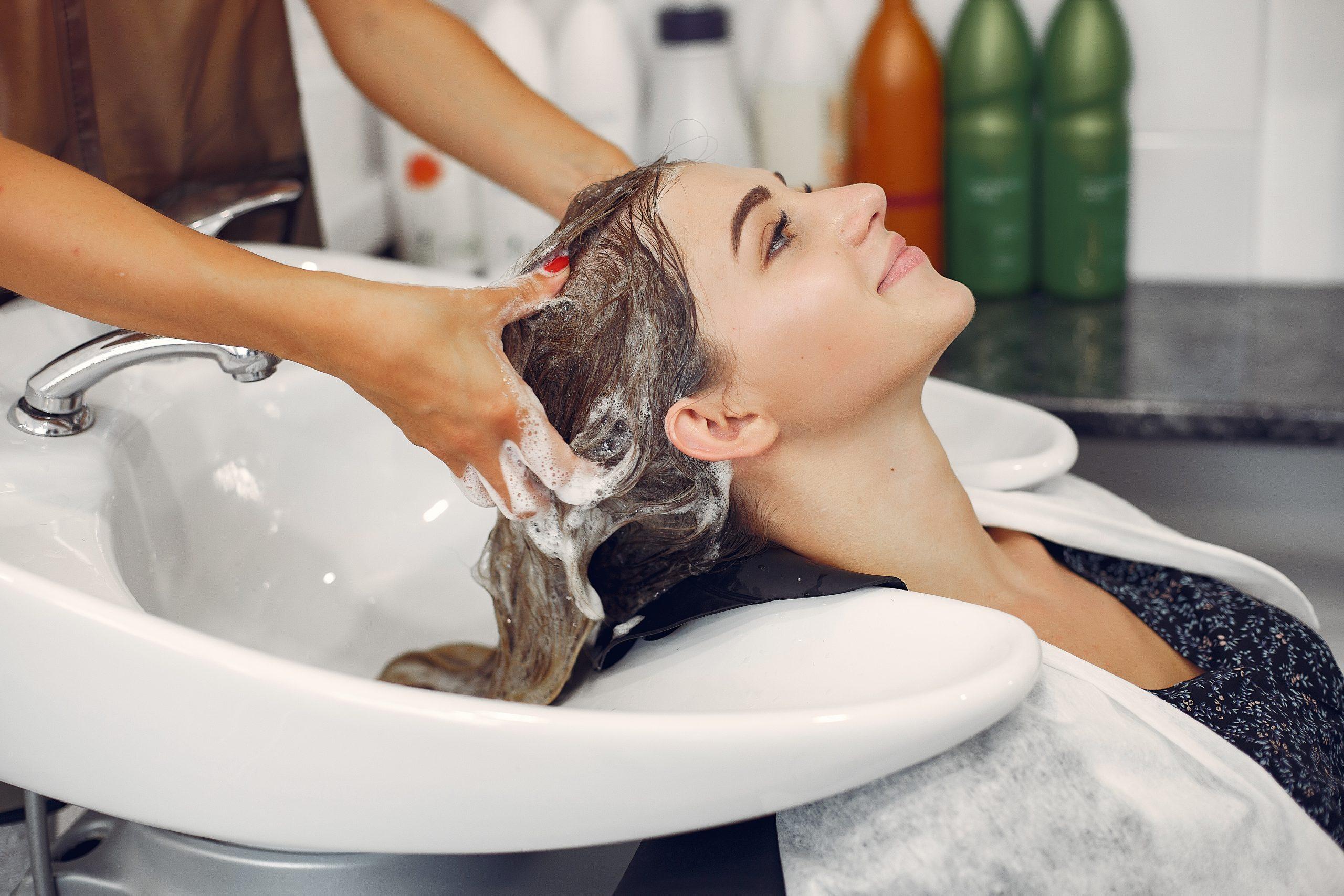 Zabiegi na włosy zimą w pomorskich klinikach